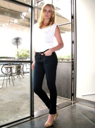 Video-Woman-Ashley-Avis-profile.jpg